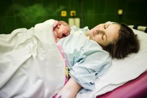 Мать и ребенок Новорожденный чувства и рефлексы