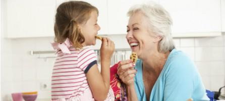 Ребенок, бабушки и дедушки